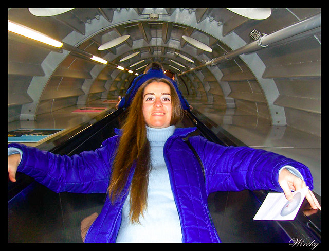 En las escaleras mecánicas del Atomium
