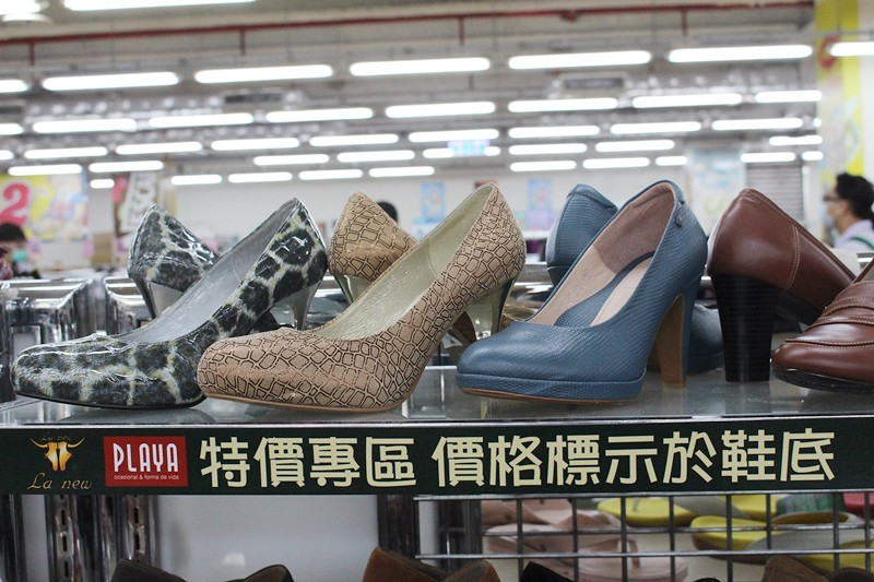 24708941722 a5a2afc757 b - 熱血採訪。台中干城特賣會搶好康,La new男女鞋、Nike等運動品牌、思薇爾內衣、精典泰迪童裝