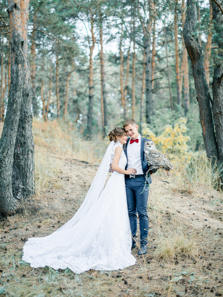 Woodland wedding dress - owl + bride and groom| autumn wedding , Marsala Wedding Inspiration | fabmood.com #marsala #woodland