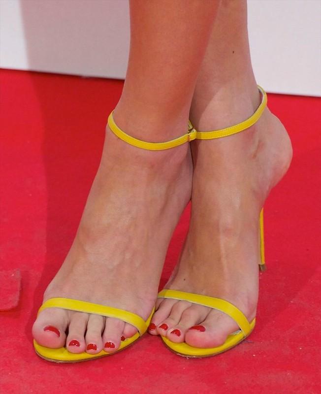 Feet & Shoes (2972)