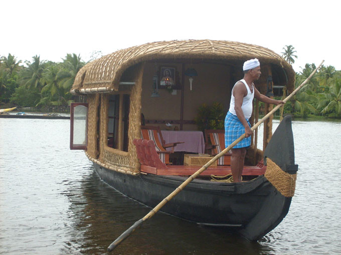 the traditional kettuvalam or backwater houseboats use to slowly work their way across the backwaters to the rice ports of alappuzha and cochin to tranship - Small Houseboat