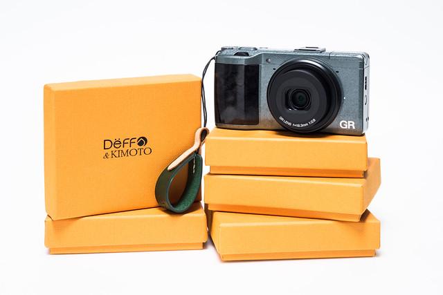 20160404_01_Deff&KIMOTO の Compact Camera Finger Strap をまとめ買い。