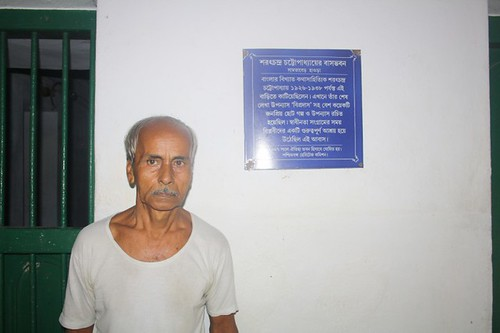 Caretaker of the house of Sarat Chandra - Manna Da in Deulti, Howrah - West Bengal, India