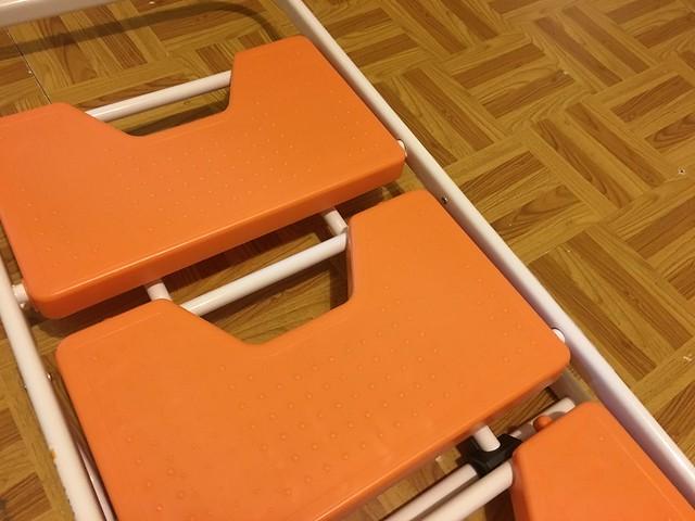 摺起來的樣子,梯面上有防滑顆粒@TRENY五階工作梯