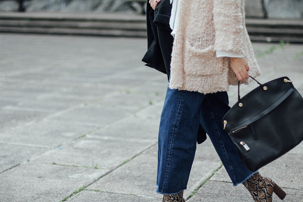 cropped jeans with snake booties mango streetstyle