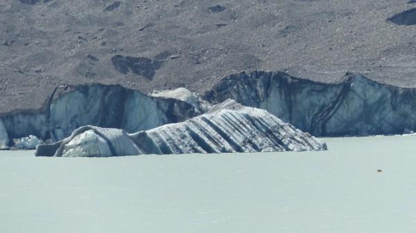 Iceberg (et tout petit bateau !)