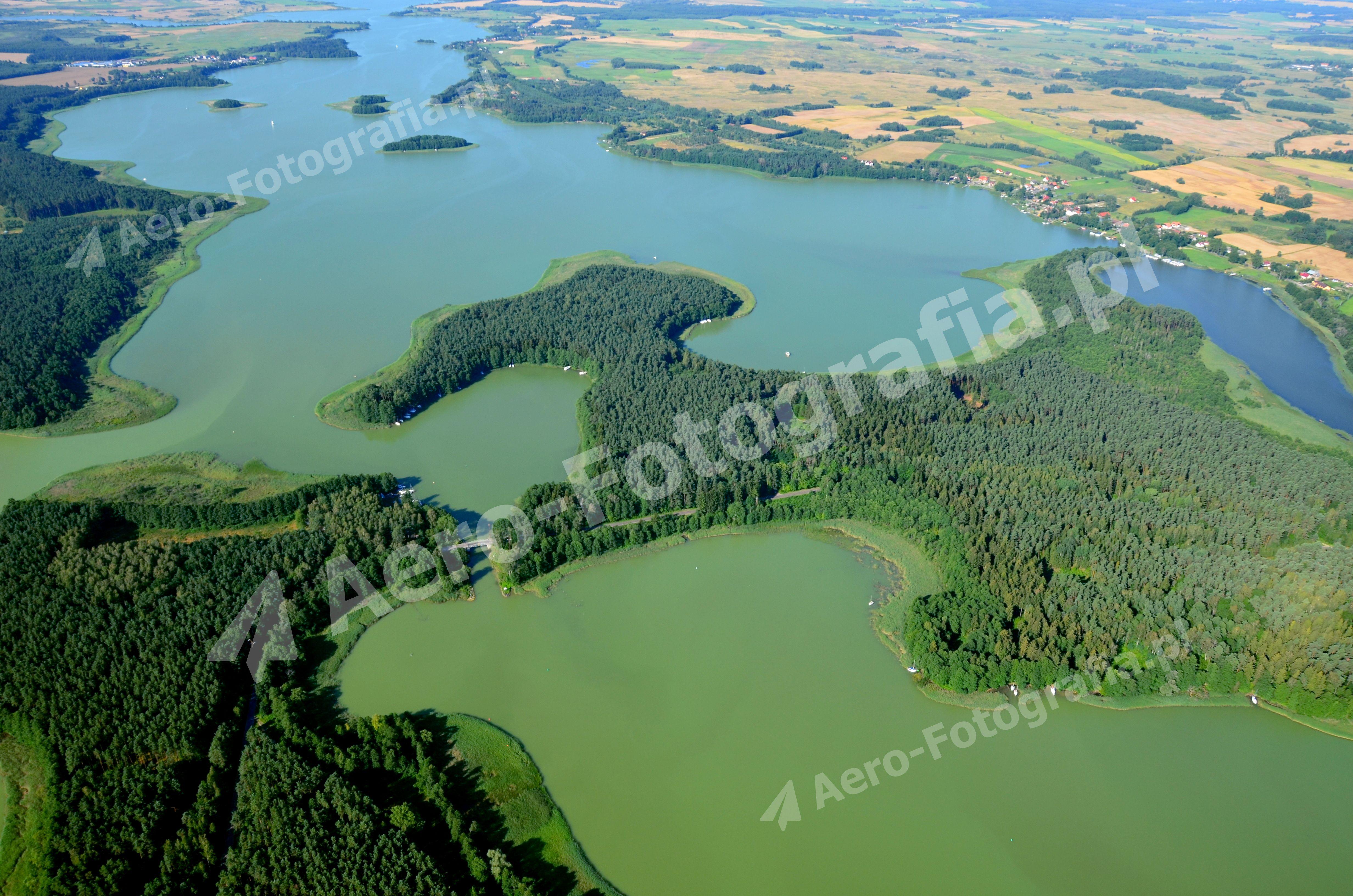 Kanał Kula między jeziorami na Mazurach.