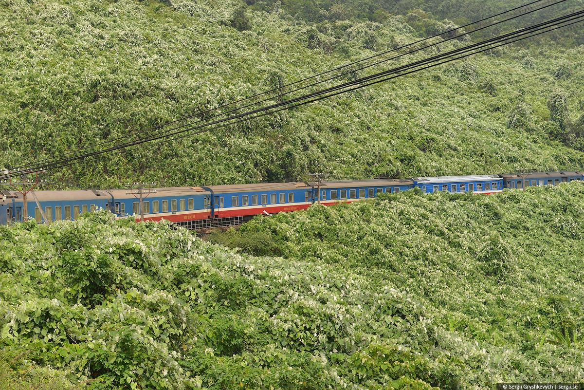 vietnam_reunification_express_train-51