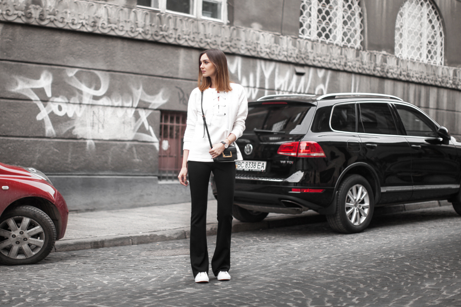 flared-pants-sneakers-street-style-outfit