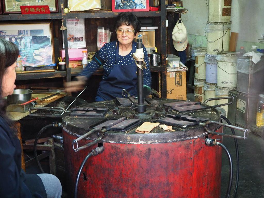 連得堂のお煎餅を焼く機械