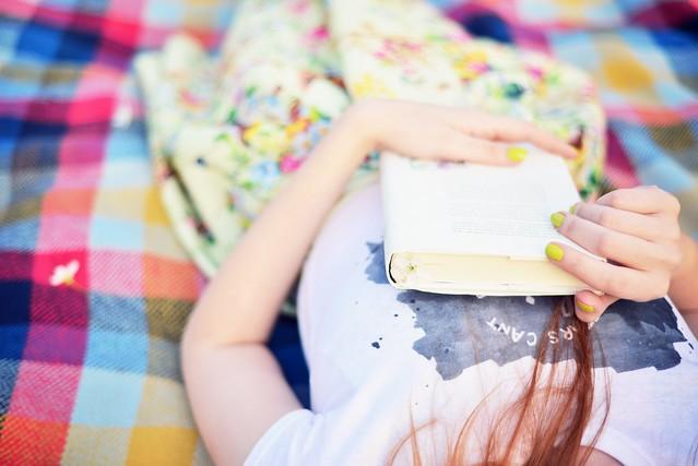 Retro_girl_picnic (2)