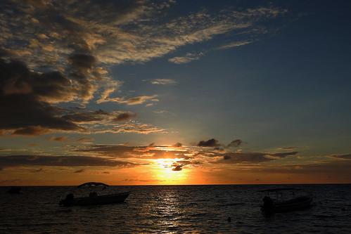 ocean travel sunset sea sky cloud seascape beach nature night island nightshot outdoor honduras diving tropicalisland caribbean serene westend centralamerica roatán caribbeanisland mesoamericanbarrierreef scubadivingcaribbeansea