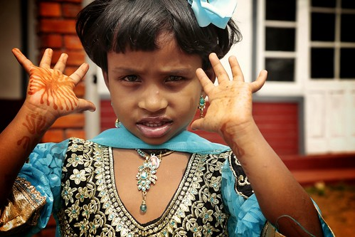 girl mädchen kind fest hindu festlich hände deepavali srilanka feiertag 2016 366 renatebomm flickrunitedaward portrait menschen people somethingblue felana coloursoftheworld beautifulcapture characterportraits 2016onephotoeachday