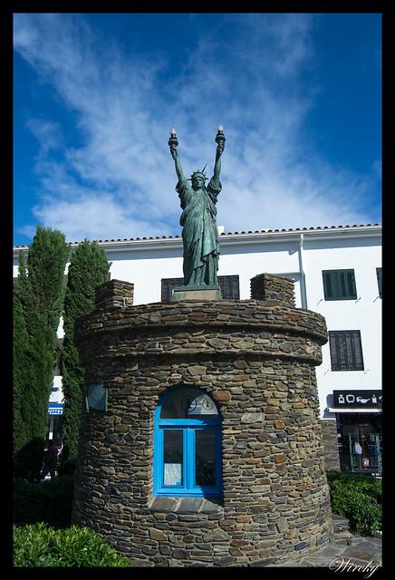 Girona Roses Cadaqués Figueres Peralada - Estatua de la libertad en Cadaqués