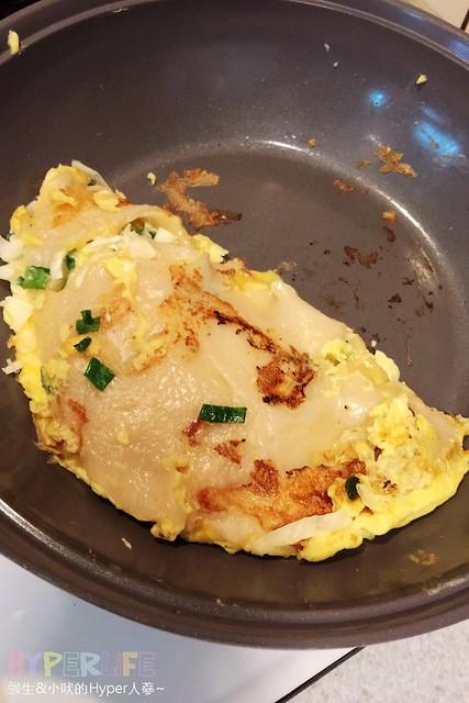 ●不才煮婦懶人食譜●利用麥燒粉自製快速簡單古早味蛋餅,第一次做就大成功!Q彈厚實的餅皮口感加上滿滿餡料,每咬一口都是幸福的味道~~ @強生與小吠的Hyper人蔘~