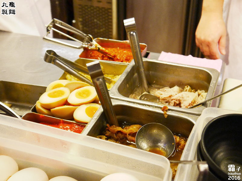 26122612966 3de3591238 b - 丸龜製麵,台中新光三越內也能吃到日本知名烏龍麵,湯頭好,烏龍麵Q彈有勁!
