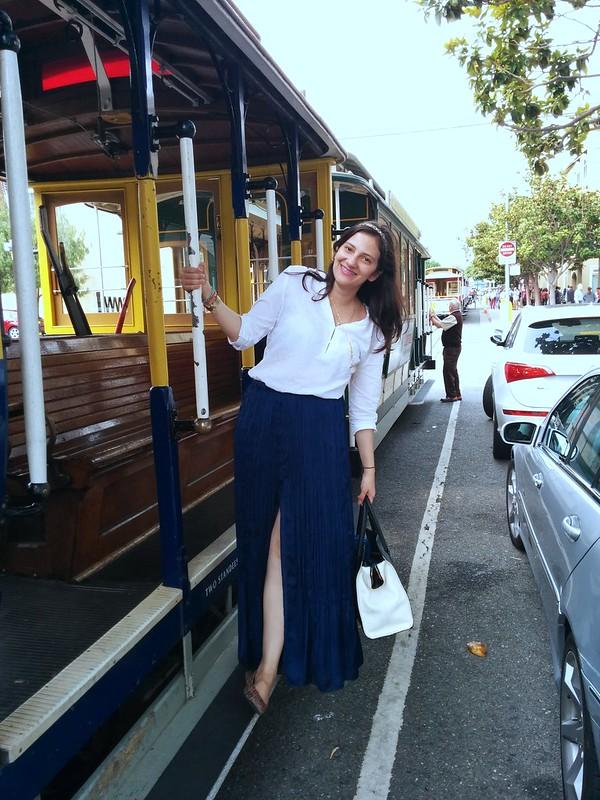 Falda larga, camisa blanca y maxi bolso #JFashionblog desde el cable car de San Francisco