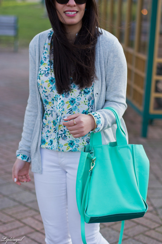 floral blouse, white jeans, lace up flats, mint tote-6.jpg