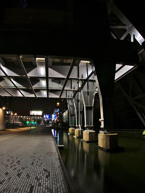 L'usine urbanisée de nuit 24307465729_ef7e6ae664_c