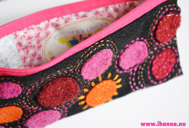 Polka dots in wool pen case made by iHanna