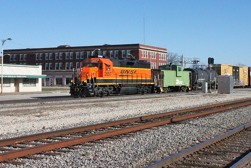 railroad train illinois railway bn caboose centralia bnsf manifest burlingtonnorthern emd burlingtonnorthernsantafe 2657 cbq chicagoburlingtonquincy gp393 beardstownsubdivision