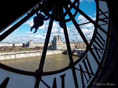 Le Louvre vu de l'horloge du musée d'Orsay