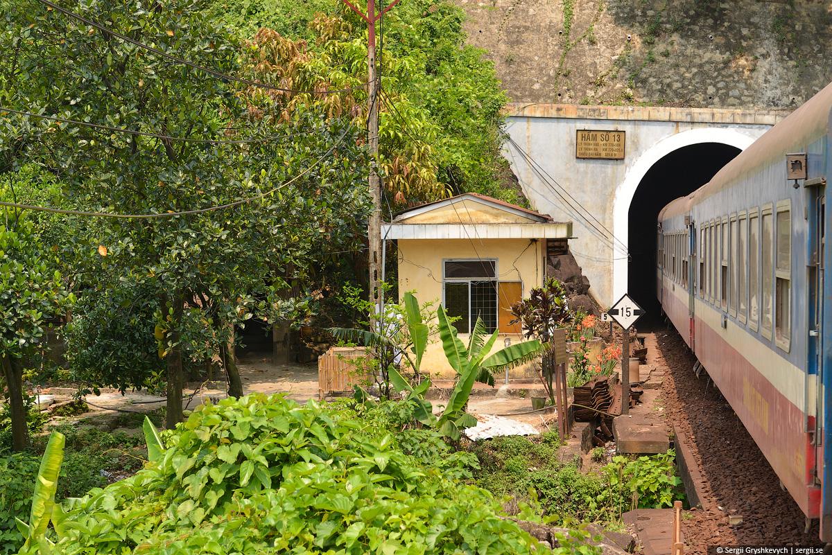 vietnam_reunification_express_train-56