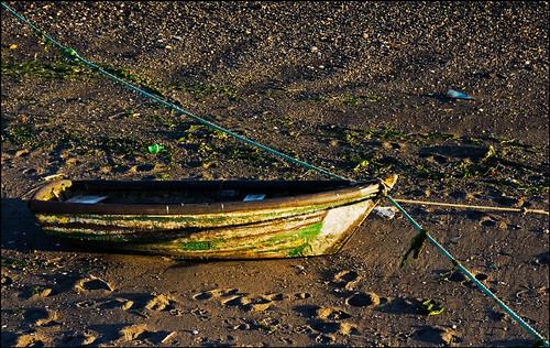 chile boat rowboat lowtide mudflats anchored quellon islagrandedechilon