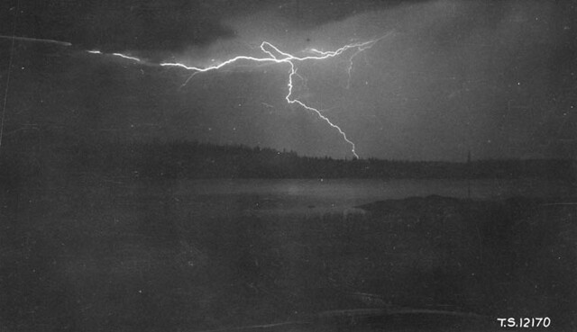 Lightning storm at Southend Indian Reserve, Reindeer Lake, Northwest Territories, July 15, 1929 / Orage dans la réserve indienne Southend, à Reindeer Lake, dans les Territoires du Nord Ouest, le 15 juillet 1929
