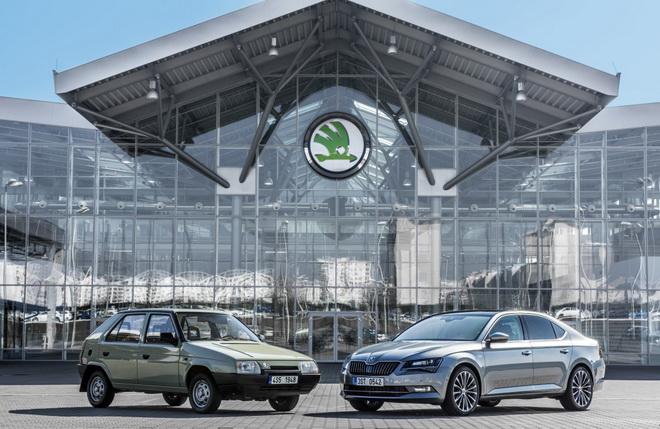 Skoda加入VW集團25週年 圖為1991年的Favorit以及現行的旗艦Superb (右)