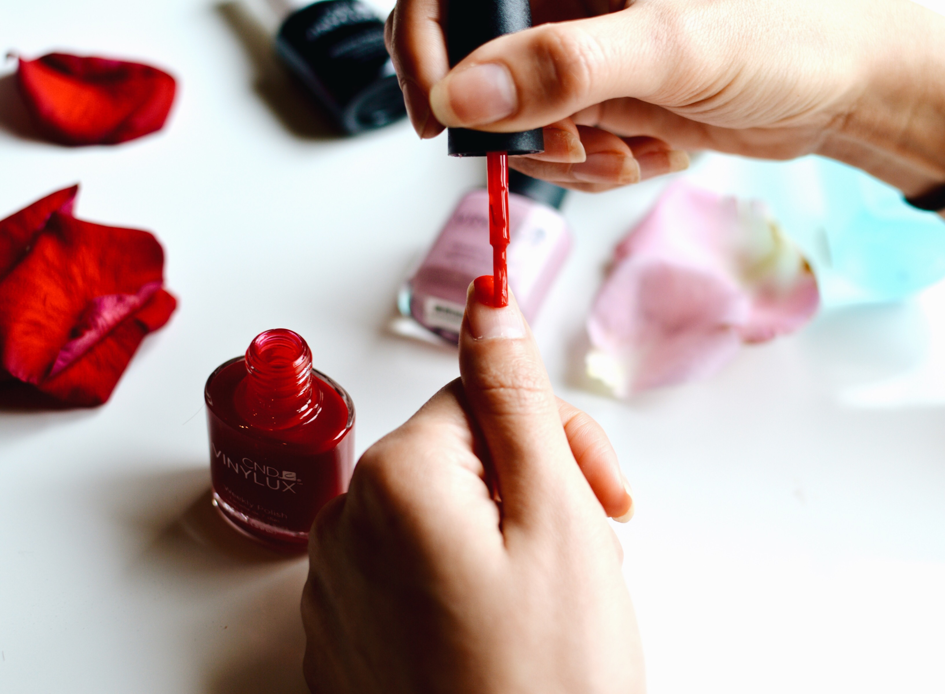 Cómo hacer que tu esmalte de uñas dure más tiempo - vanedresscode