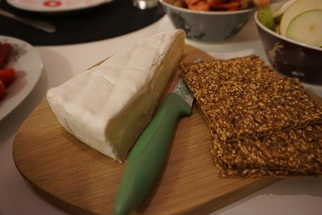 Brie och knäckebröd
