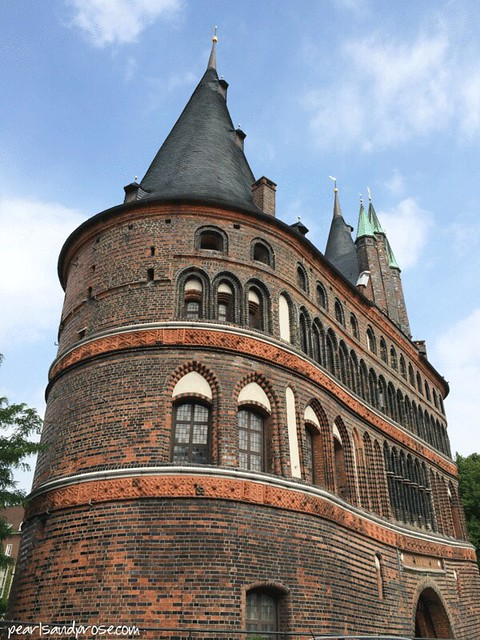 lubeck_holstentor_side_web