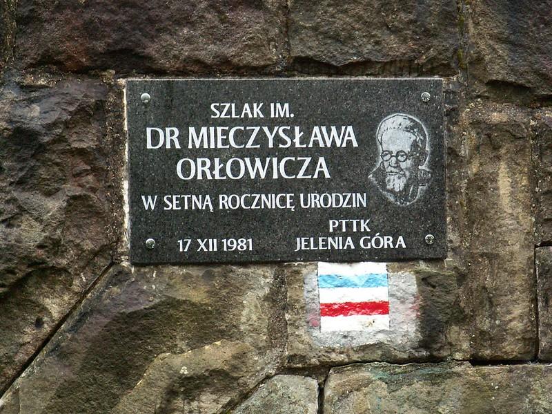 Tablica pamiątkowa Szlaku im. Mieczysława Orłowicza na budynku w Świeradowie-Zdroju