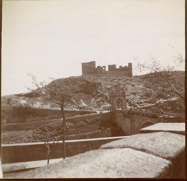 Castillo de San Servando y Puente de Alcántara en 1906. Anónimo francés.