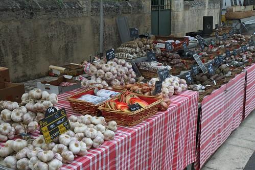 Condiments et saucissons, Saint-Alvère (24, France) / Traditionnal market in France.