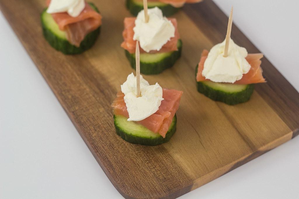Laksetapas med agurk og flødeost