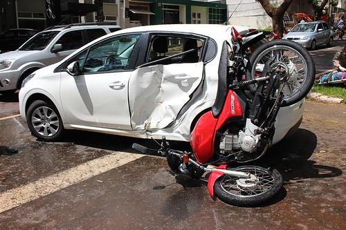 acidente moto carro JK