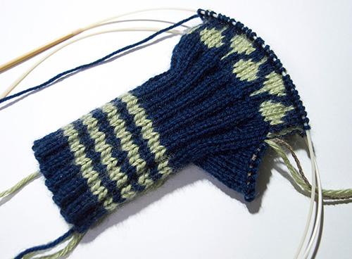 指無し手袋編みかけ