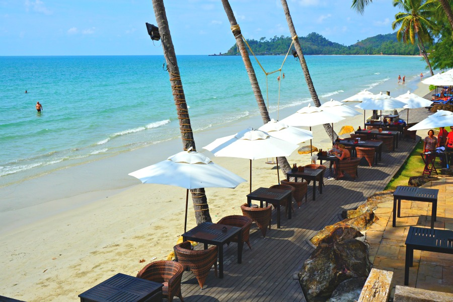Outdoor dining at the Panviman Resort Koh Chang