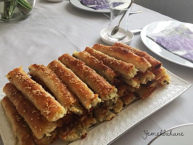 Peynirli Kol Böreği