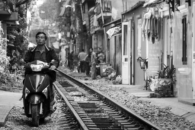 Houses close to the railtrack, Hanoi old city, Vietnam ハノイ旧市街、線路ギリギリに暮らす人々
