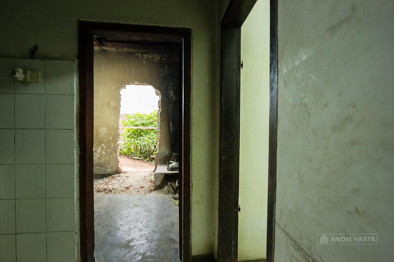 Tikungan 90 derajat antara 2 pintu