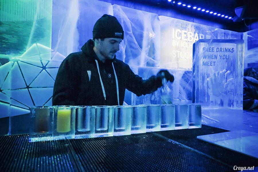 2016.03.24 ▐ 看我歐行腿 ▐ 斯德哥爾摩的 ICEBAR 冰造酒吧,奇妙緣份與萍水相逢的台灣鄉親破冰共飲 02.jpg