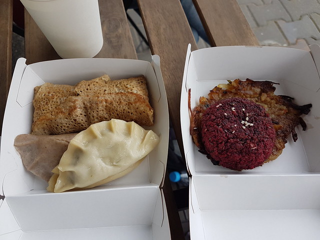 Hämtmat från Vege Kiosk, veganiserade polska specialiteter