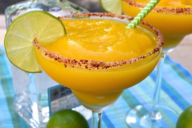 Easy Frozen Mango Margarita Recipe | www.rachelphipps.com @rachelphipps