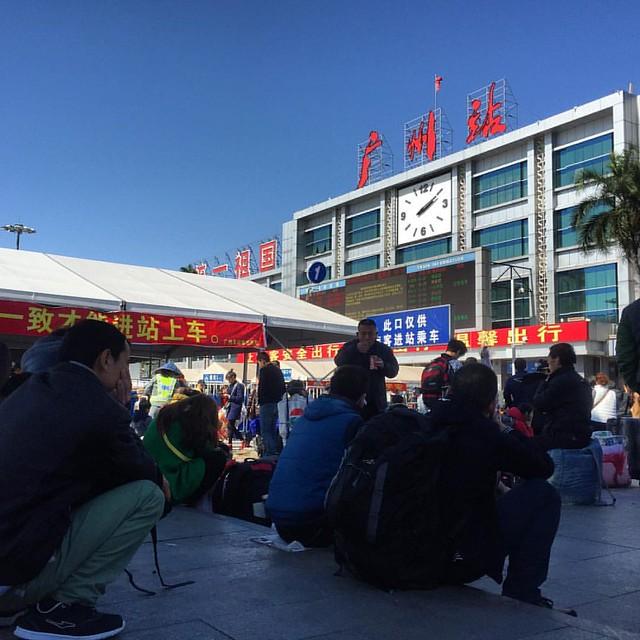 既然回廣州了,還是去廣州火車站看看吧。 歸家的臉孔和忐忑的心情,也許是一樣的。