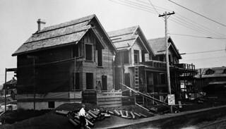 Rebuilding after cyclone, Regina, Saskatchewan, ca. 1913 / Reconstruction après le passage d'un cyclone à Regina, en Saskatchewan, vers 1913