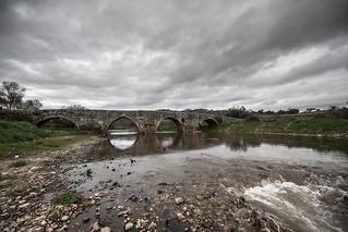 Ponte Velha sobre o rio Pônsul