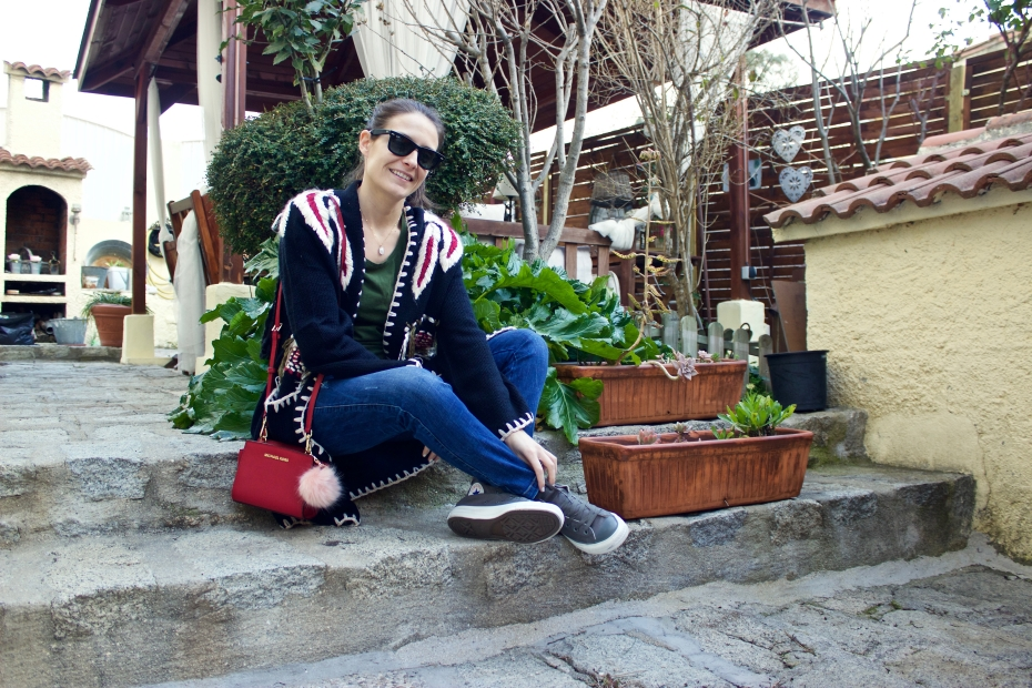 lara-vazquez-madlula-style-fashionblog-moda-streetstyle-casual-cardigan-red-touch